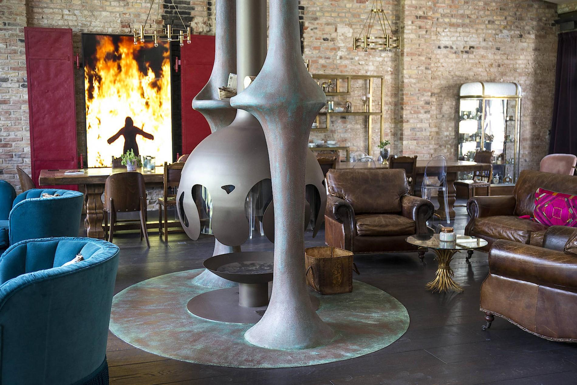 Wunderbar Wohnzimmer, Essbereich Und Küche Sind Ein Großer Raum, Der Kamin Ist Sein  Zentrum.