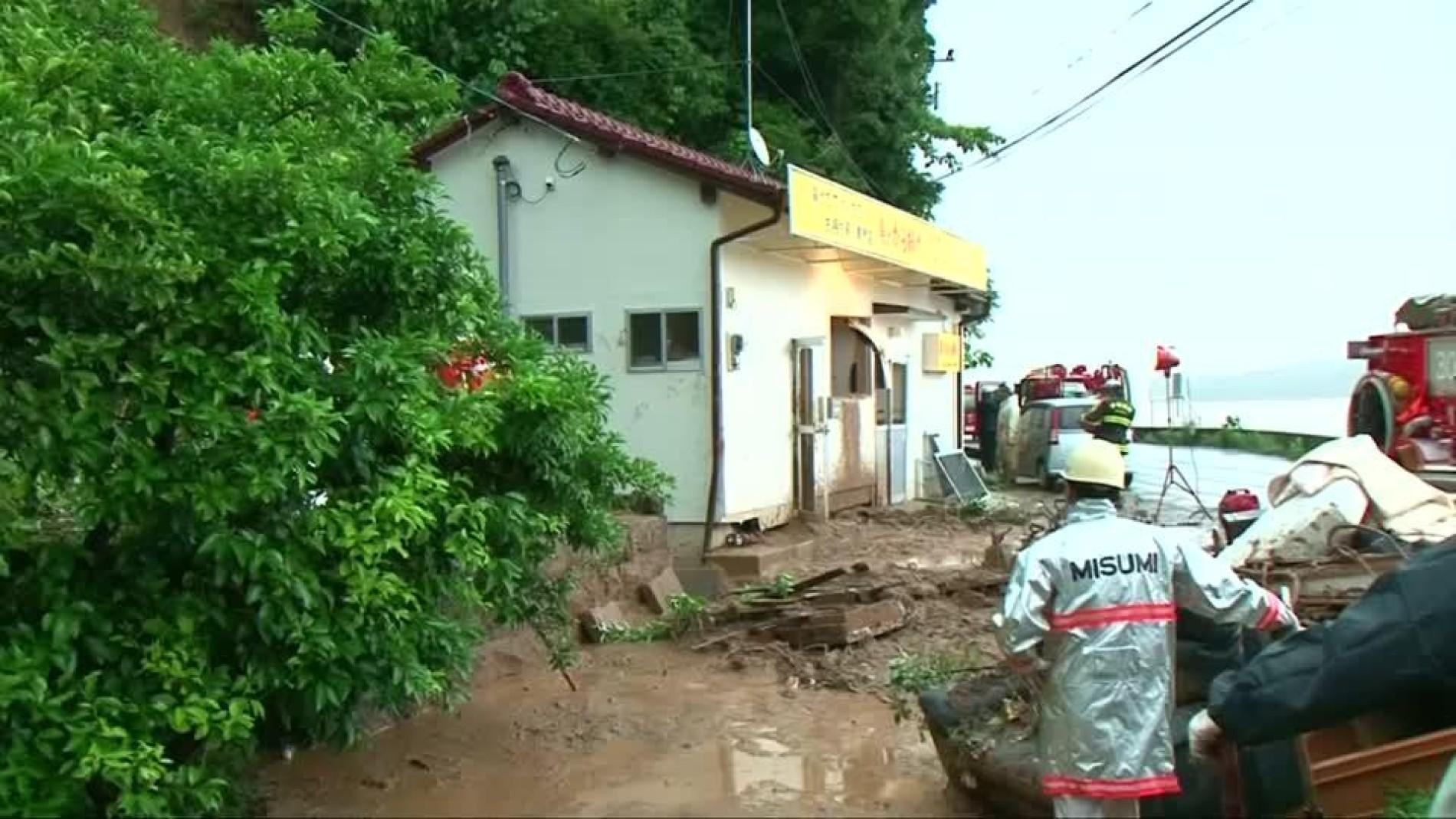 Schwere Überschwemmungen: Tausende müssen Häuser in Japan verlassen ...