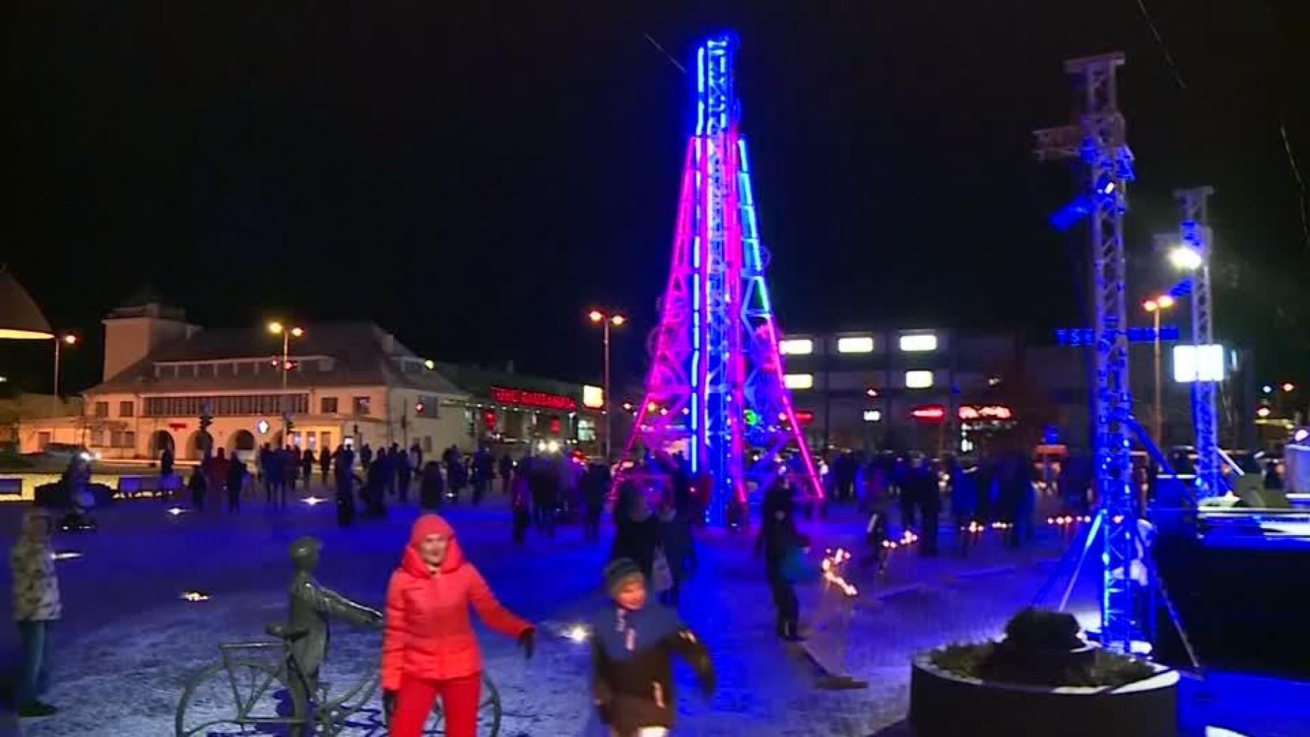 Weihnachtsbaum Fun.Aus Zahnrädern Und Motoren Futuristischer Weihnachtsbaum In Estland