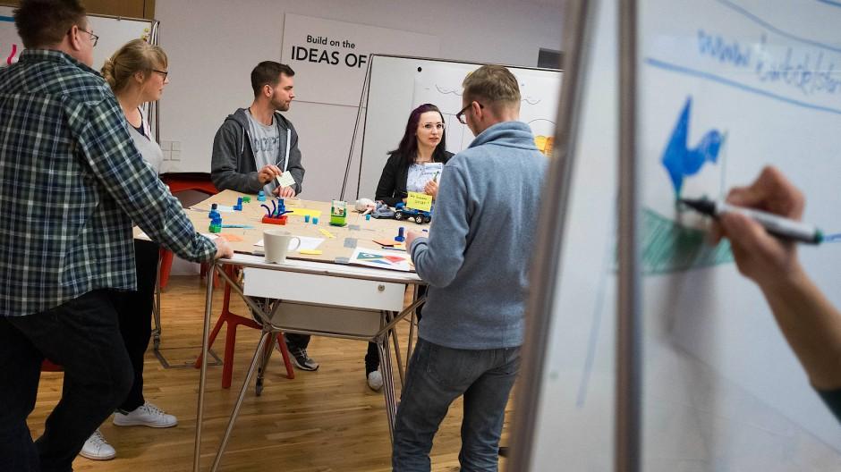 Design Thinking beinhaltet viele schnelle Sprints und Kundenbefragungen, um zügig zu tragfähigen Ideen zu kommen.Foto: Daniel Pilar