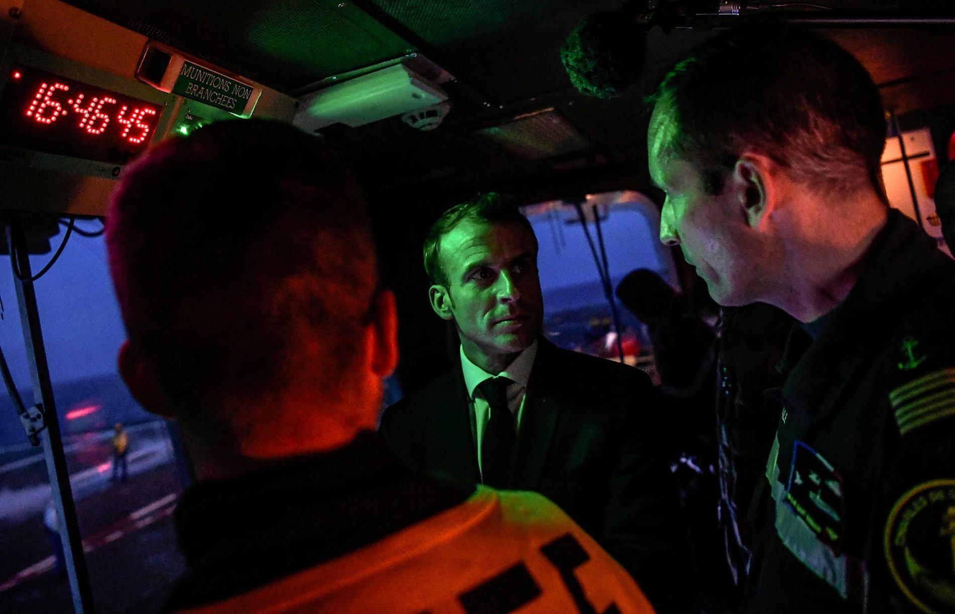 """Der französische Präsident Emmanuel Macron im November 2018 an Bord der Charles de Gaulle: """"Unser Schmuckstück""""."""