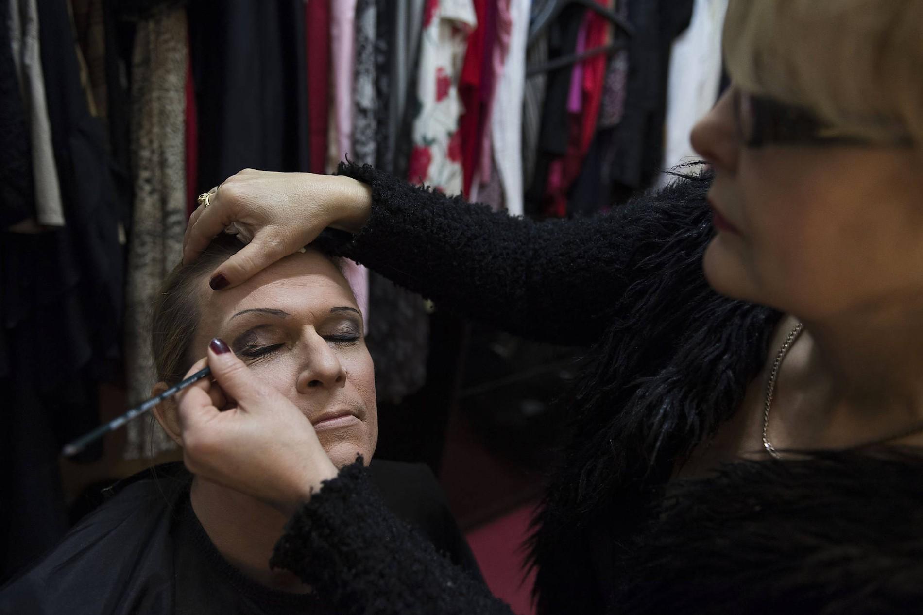 Männer in Frauenkleidern: Mädelsabend