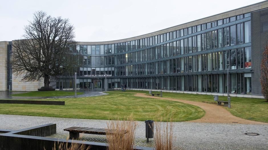 Außenansicht des Hauptgebäudes des Hasso-Plattner-Instituts, das der SAP-Gründer aufgebaut hat, um Forschung auf Spitzenniveau zu ermöglichen.Foto: Daniel Pilar