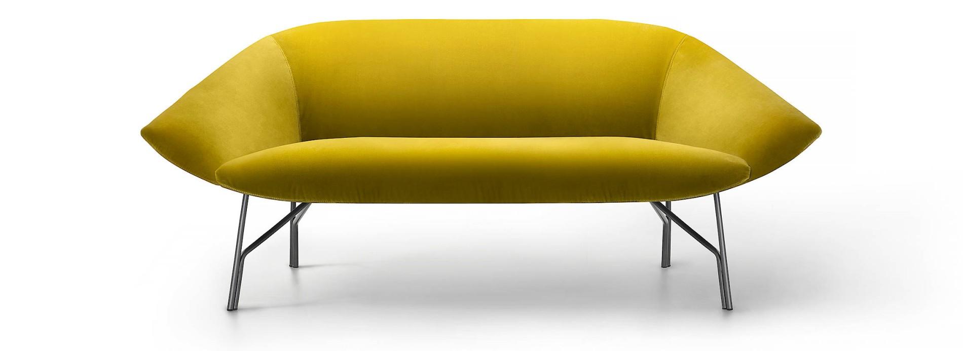 Das Sofa, Das Aus Den Fünfziger Jahren Zu Stammen Scheint, Hat In Wahrheit  Der 1966 In Malta Geborene Designer Gordon Guillaumier Für Den  Italienischen ...
