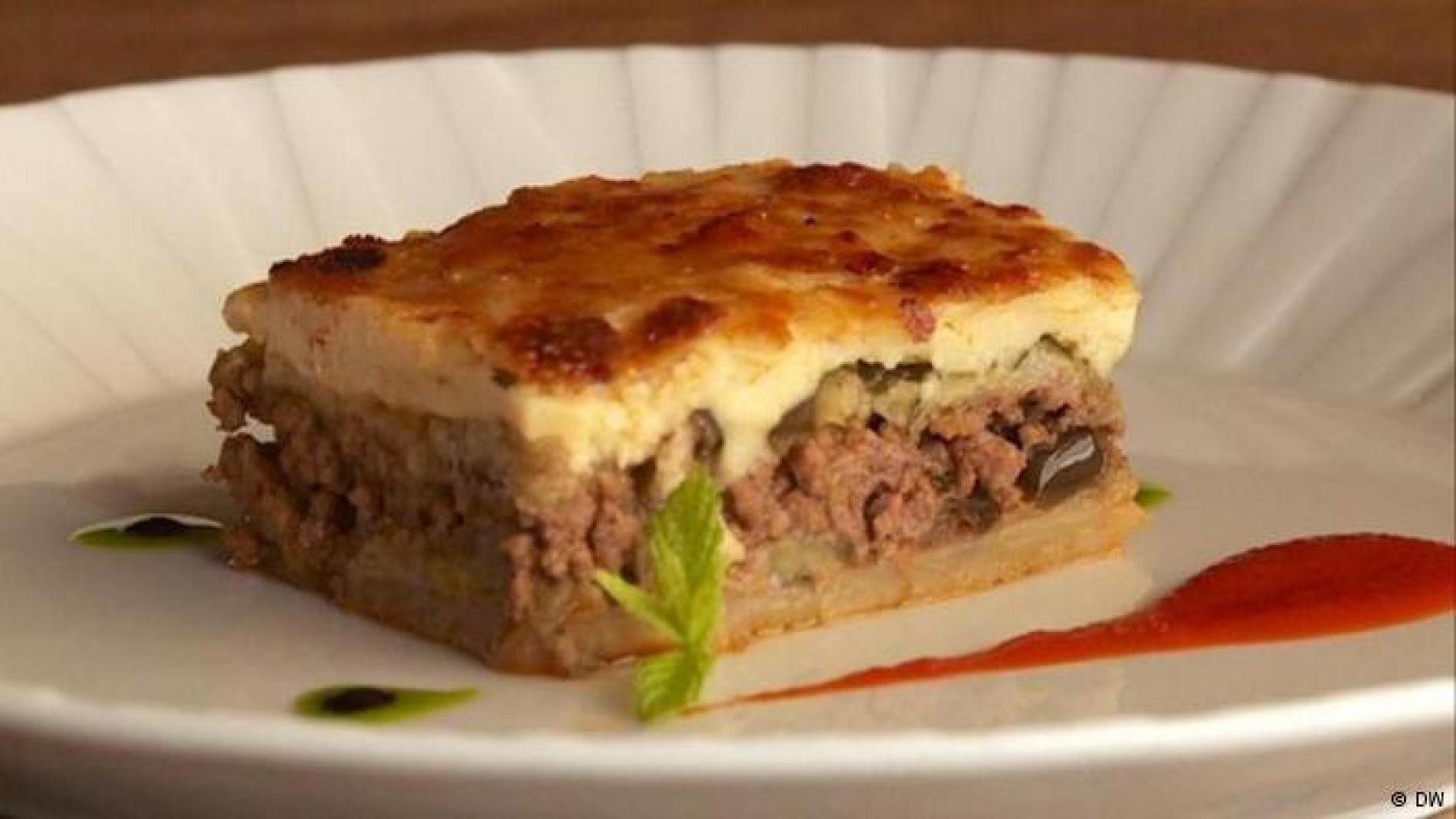 Griechische Küche: Ein Rezept für eine typische Moussaka - Essen ...