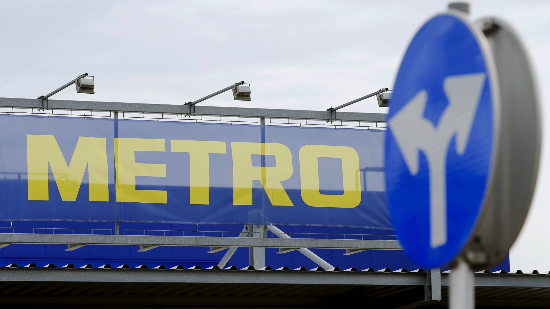 Amerikanischer Kühlschrank Metro : Metro trennt media markt und saturn vom rest des geschäfts