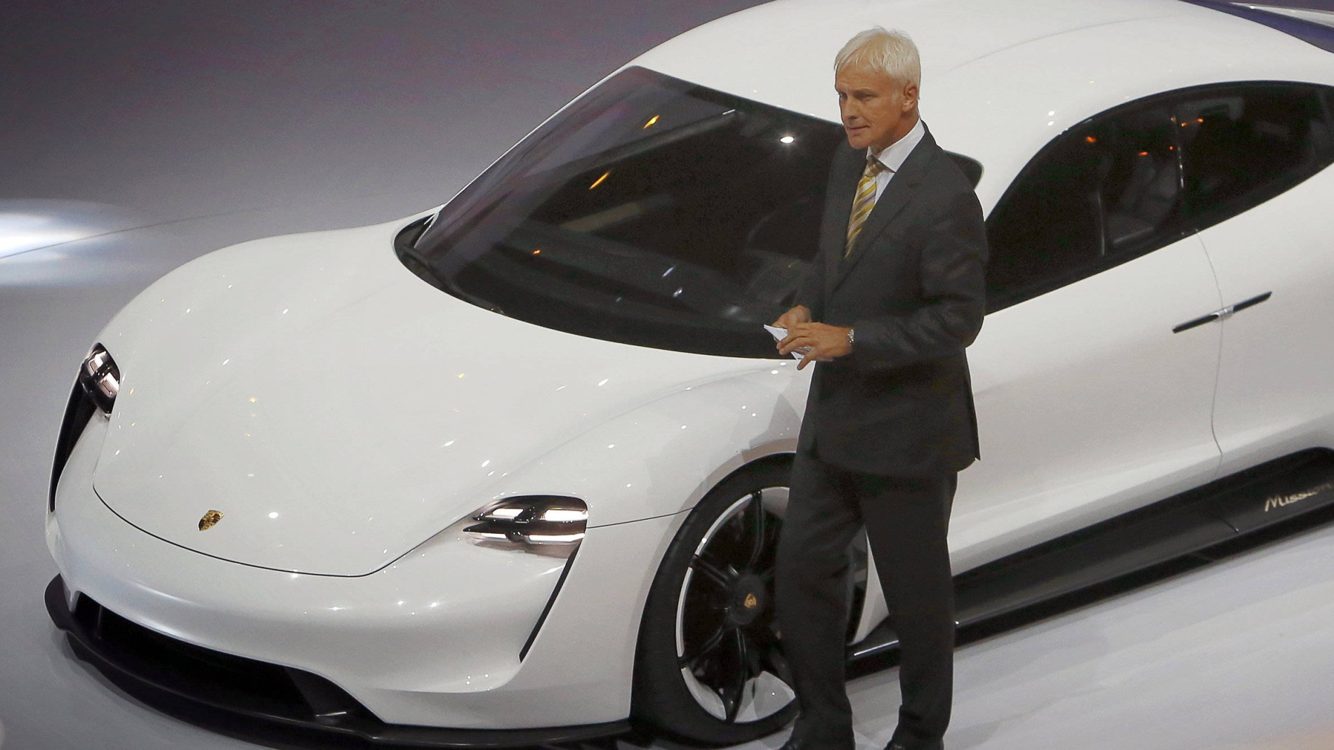 Abgasskandal: VW-Beschäftigte wollen Zeche nicht zahlen - Diesel ...